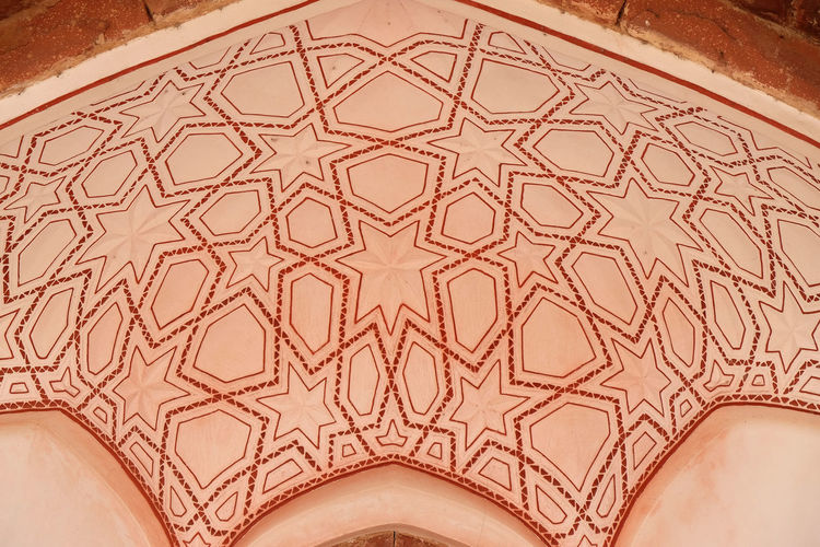 Architecture detail inside the Humayun's Tomb, built by Hamida Banu Begun in 1565-72, Delhi, India ASIA Delhi Empire Humayun India Persian Unesco Architecture Art And Craft Emperor Grave Heritage Historic Islam Mausoleum Moghul Mogul Mughal Old Palace Pattern Stone Tomb