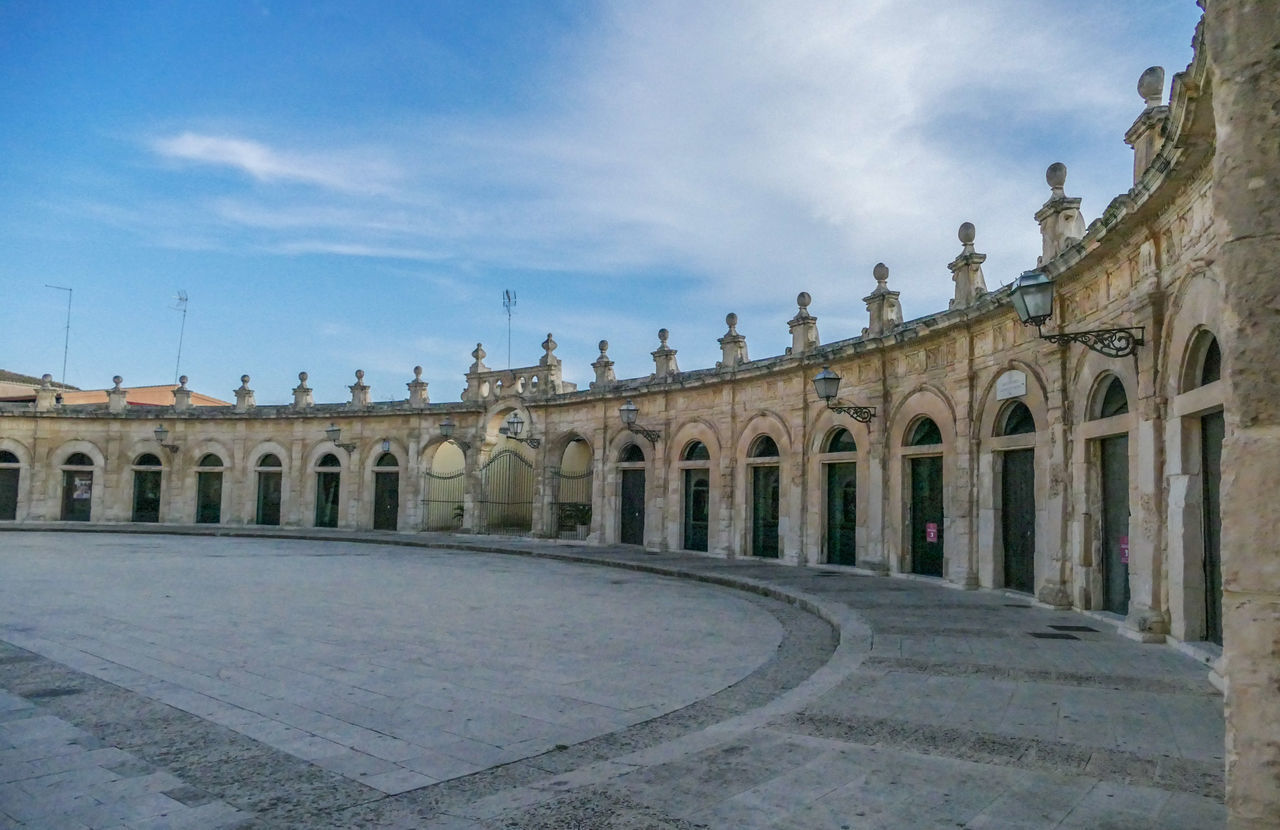 architecture, built structure, sky, building exterior, history, the past, arch, cloud - sky, building, travel destinations, nature, day, no people, travel, tourism, city, outdoors, ancient, place of worship, architectural column, courtyard