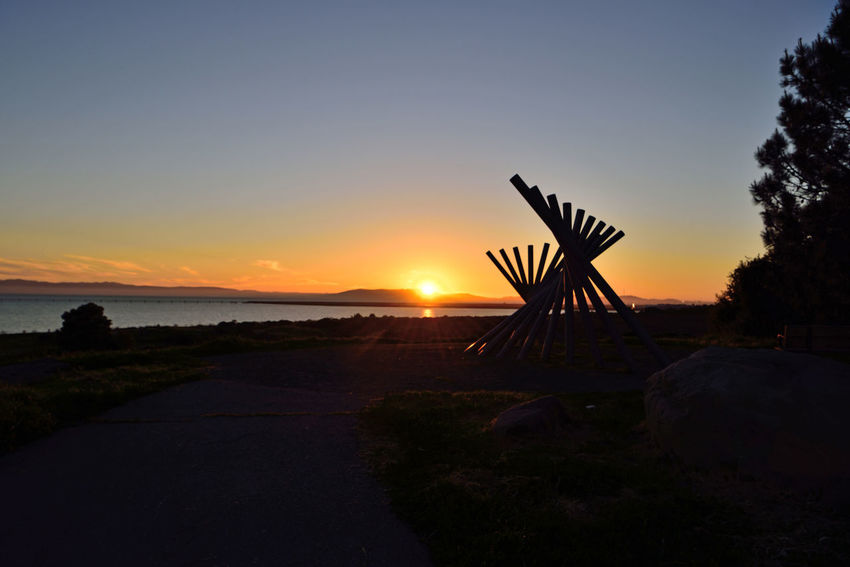 Sunset At Oyster Bay Pt. 17 Rising Wave Sculpture 16 Poles Sculptor : Roger Berry All About Angles Sundown Sunset Sunset_collection Sun's Glow Sun's Rays Marin Headlands Walking Trail Boulders Nature Beauty In Nature Nature_collection Landscape_Collection Landscape_photography San Francisco Bay Trees Schrubs Bench Water Silhouette Sky Horizon Over Water Scenics Shore Tranquility