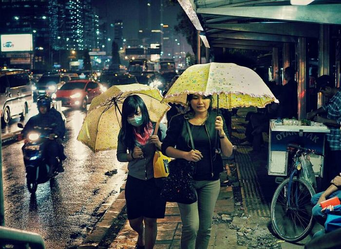 Under my umbrella Series Light And Shadow Jakarta EyeEm Indonesia Everybodystreet Streetphotography People Nightphotography
