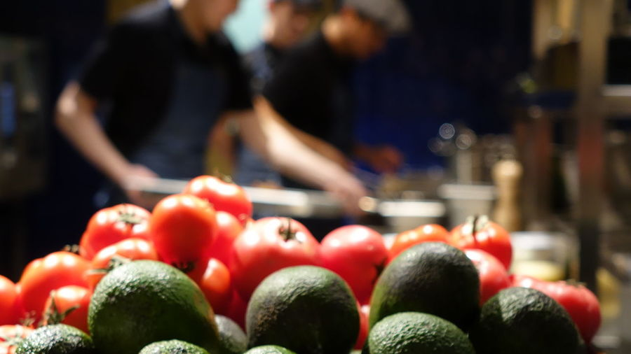 Cafe Cooking Cook  Avocado Tomato Kitchen Behindthescenes Preparing Food Restaurant Bokeh Nofilter No Filter Burger Pizza Pizza Time Supermarket Blood Orange Healthy Lifestyle Fruit Market Choice Retail  Red Vegetable Pomegranate Farmer Market Juicy For Sale Vitamin C Display