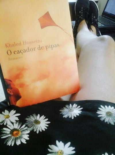 Hora de desligar o celular, o computador e a TV e me focar apenas na leitura. Beijos na alma... Boanoite #goodnight Lerévida