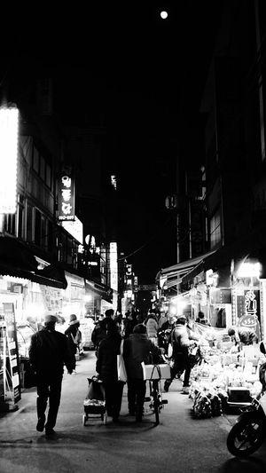 Blackandwhite Black And White Black & White Blackandwhite Photography Marketstreet Marketplace South Korea Nightmarket Traditionalmarket People People Watching Learn & Shoot: After Dark Everybodystreet Streetphoto_bw Street Photography Streetphotography