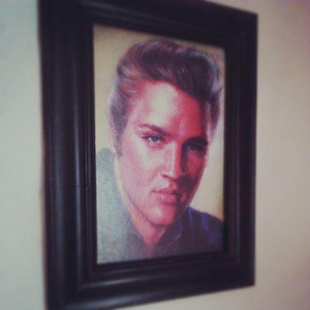Me gusta hacer tratos con mi amigo Andrew, Elvis por clases de guitarra. Feelingood Elvispresley .