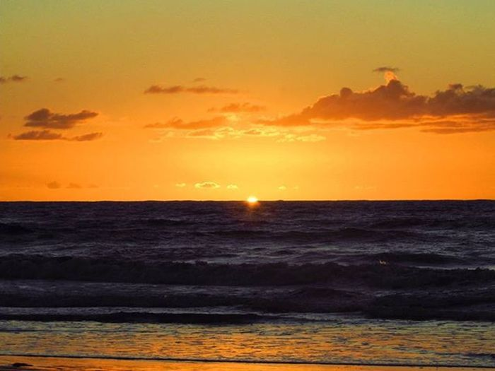 Lumiar do dia, Ponta da Ilha de Itaparica Amanhecer Sunrise Sun Sol Sunlovers Nascerdosol Oceanoatlantico Atlanticocean Ig_bahia Igersbahia Fotosbahia Aprecieabahia Image_gram Instadozamigos Clouds Cloudporn Reflection Cantosdabahia Nordestemeulindo Nordestegram