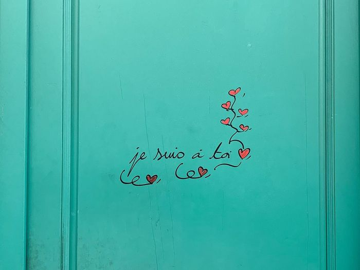 France Paris Je Suis A Toi Green Color No People Text Heart Shape Positive Emotion Creativity Wall - Building Feature Love Turquoise Colored Close-up Architecture Copy Space Art And Craft Day Communication
