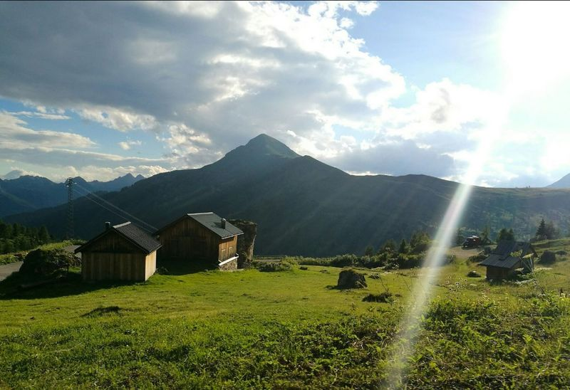 Mountain House Landscape Field Nature Grass Outdoors Beauty In Nature Sky Day Scenics Architecture Rural Scene Mountains Photography Photo Sun Rays Rays Of Sunshine Rays Of Sun Sole Montagna Cielo Verde Prato