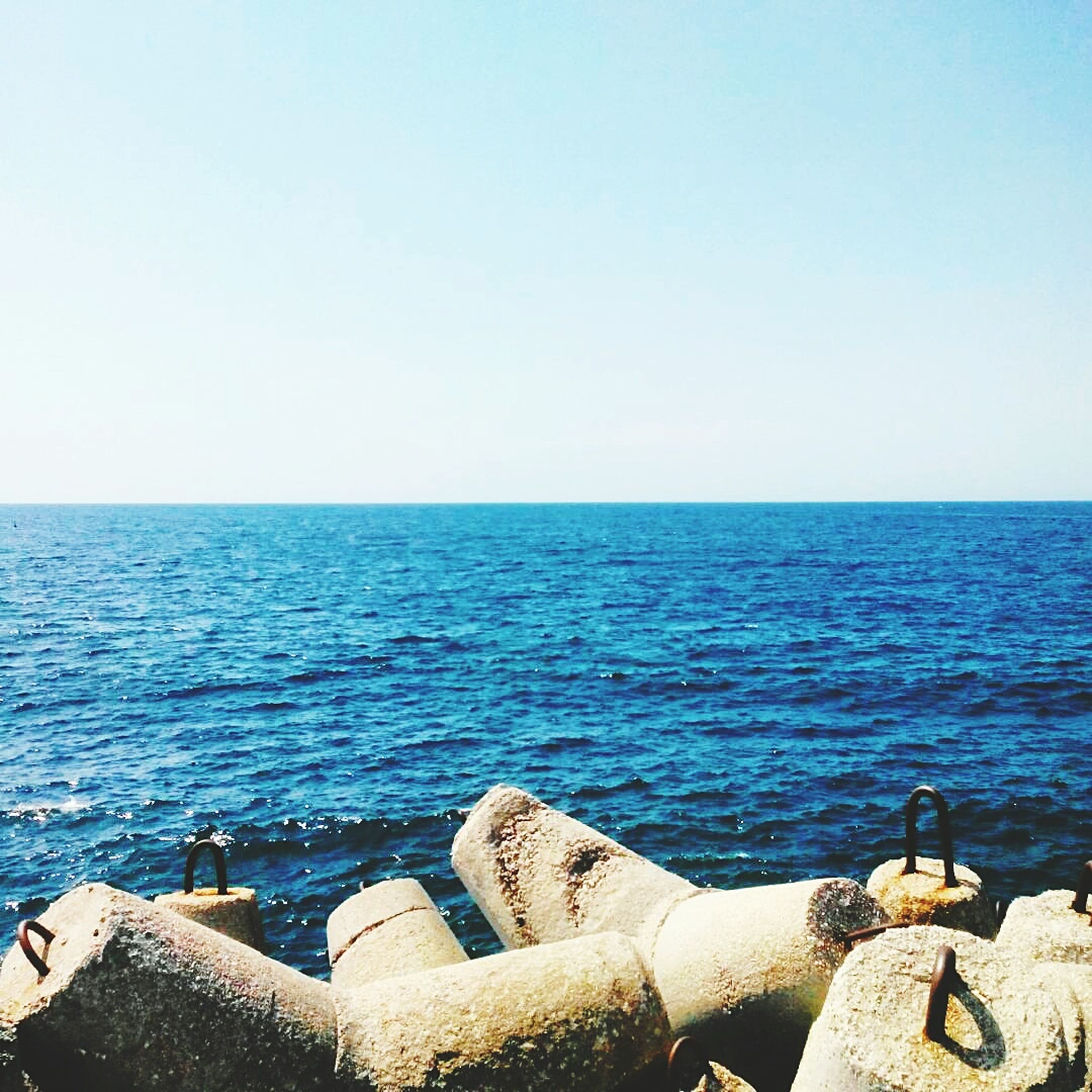 sea, water, clear sky, horizon over water, copy space, blue, tranquil scene, scenics, tranquility, beauty in nature, rippled, nature, seascape, built structure, idyllic, day, sunlight, outdoors, calm, ocean