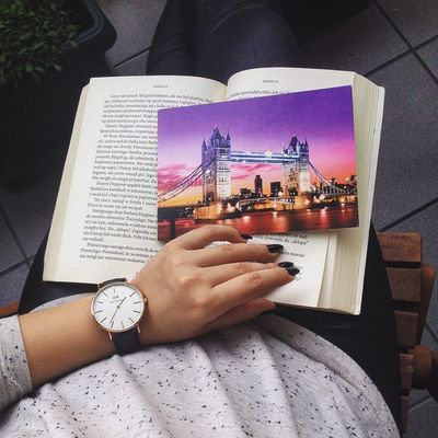 London Uk 💕Must Come Back Love Lovely Watch Dw Danielwellington Top Fashion Blogger Book Postcard Hand Favourite Color Nails Black Thebest Relax Tea 🎀👑