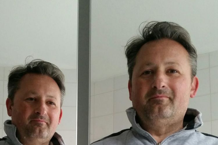 Selbstporträt im Spiegel Mirrorselfie Taking Photos Hello World Man In The Mirror Face Gesicht Mann Man Good Man Mirror Spiegelbild Self Portrait Just Me Me Myself And I Ich Double Double Face Nice Guy Looking Good Little Smile Double Trouble