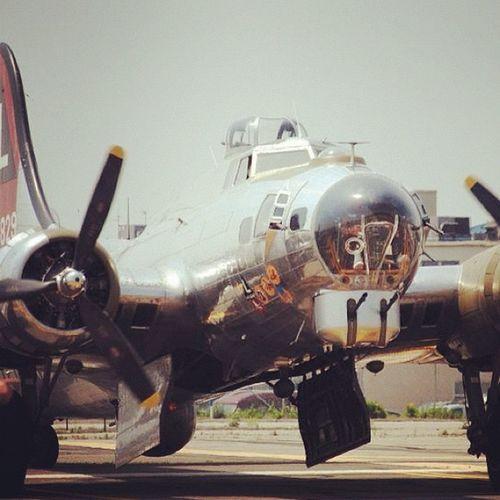 Airshow Plane B17 Luckylady