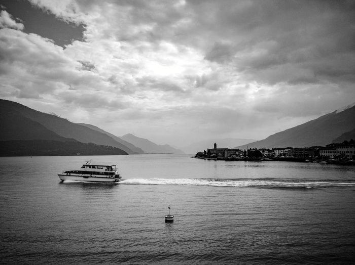 Sailing Ferry Ferryboat Lakeside Lake Italy Alps Alpi Como Lake Lago Di Como Lario Varenna Dervio Domaso Bellagio Gravedona Menaggio Bellano Sea Boat Dock Harbor Marina Sailing Boat Jet Boat Calm Sailing Water Vehicle Port Sailboat