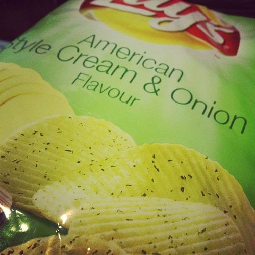 Lays time wit @ninnifloyd Hungry Ofyc Bxy Friday Yummy Green Chips Onions CheesyTaste Lays