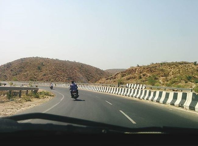 Throwback Rajasthandiaries Road Highway Indianstories Incredibleindia Indiaclicks Indiatravelgram Boi Eyeemoninstagram Photographers_of_india Photography