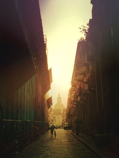 Streetview Street Photography Streetphotography Catania Sizilia Sizilien Streetphoto Street Light And Shadow Perspective Perspective Photography Sunset Silhouettes Sunset_collection