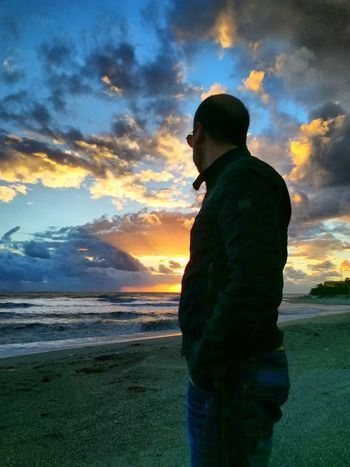 Cloud - Sky Sunset One Man Only Sky One Person Silhouette Adult Adults Only Only Men Men Standing Water People Sea Nature Outdoors One Young Man Only Scenics Beach Mountain