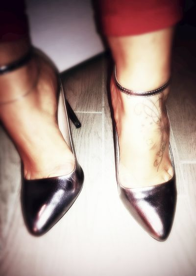 Dream big, sparckle more, shine brighter!!! Lifestyles Fashion Fashionable Young Adult Confidence  Indoors  Taking Photos Italy Attitude Check This Out! Hello World Glamourous Glamour Shoes Newentry MyShoes Myprecious Sparckle Sparks Shinning Bright Shinning Shining Shine Sexygirl Sexymood