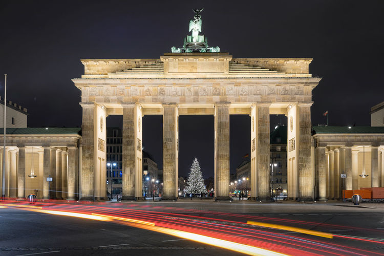 View of brandenburg gate at night