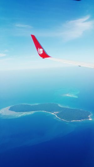 Island on South China Sea. Beutiful scenery. Taken from 9353 feets. Marlindoair Boeing 737 Kl-kl