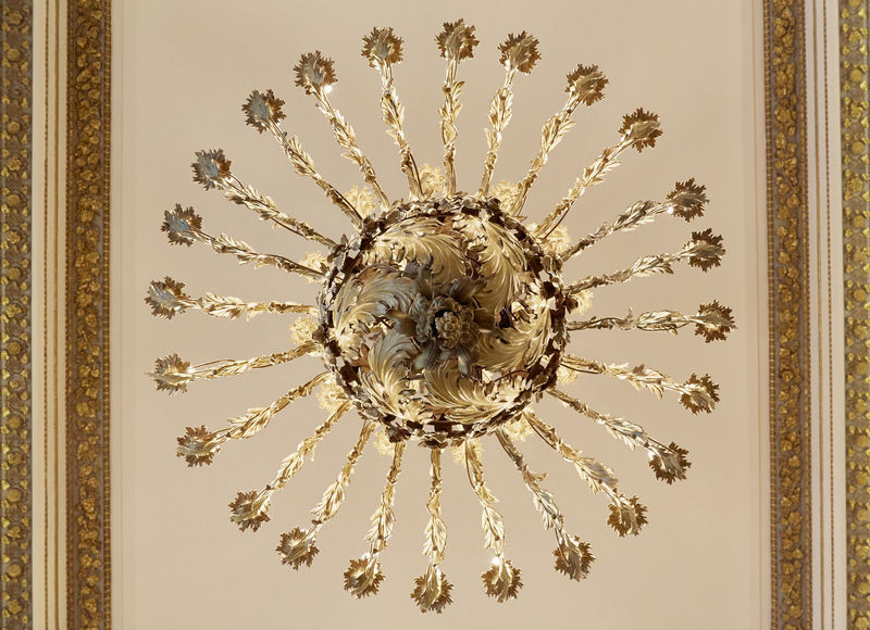 Gold Light ROYALITY Accuracy Chandelier Reichtum Symmetry Wealth