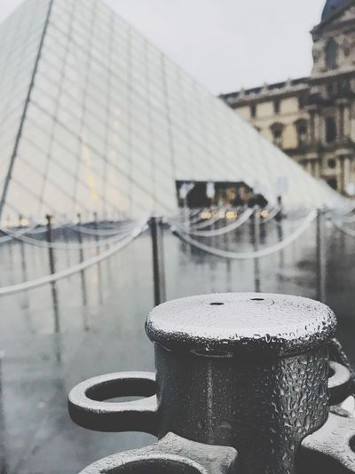 Eyem Gallery Eyem Best Shot - My World Eyem Best Shots Nature_collection EyeEm Best Shots EyEmNewHere Eyemphotography France Rain In Paris Paris ❤ Musse Du Louvre Built Structure Focus On Foreground Architecture No People Building Exterior Close-up Water Freshness Cold Temperature Sky Outdoors Day