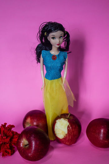 Apple Bite\ Apples Day Food Freshness Full Length Healthy Eating Indoors  One Person People Real People Red Apple Snow White Standing Studio Shot Young Adult