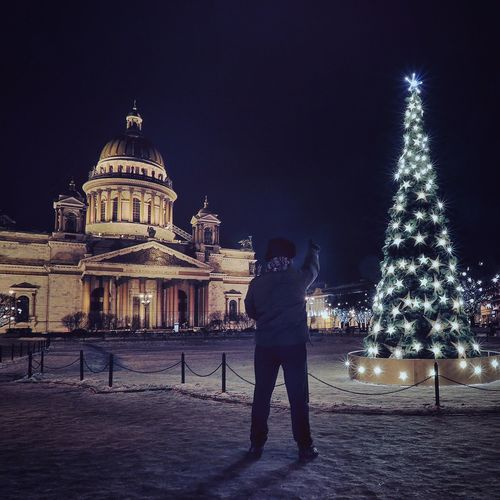 Look up there EyeEm Best Edits Winter EyeEm Best Shots Showcase: January It's Cold Outside Taking Photos Tadaa Community Winter Wonderland Saint Petersburg Architecture Cityscape Night Photography Night Lights Nightphotography People Watching Silhuette Cityscapes Learn & Shoot: After Dark Cities At Night Unrecognizable Person