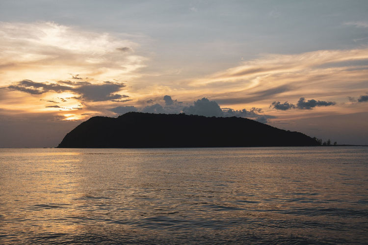 koh tao Water Sky Beauty In Nature Sea Scenics - Nature Sunset Waterfront Cloud - Sky Tranquil Scene Tranquility Mountain No People Nature Idyllic Rippled Silhouette Outdoors Island Remote EyeEm Best Shots EyeEmNewHere EyeEm Selects EyeEm Gallery