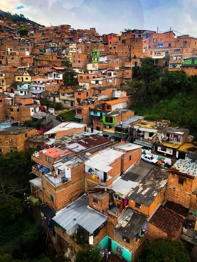 Favelas in Columbia Colors Hats Sheds Locals Daily Overview City Medellín Columbia Favelas Building Exterior Built Structure Building Residential District Adventures In The City Crowded Cityscape High Angle View Town Community Roof The Architect - 2018 EyeEm Awards