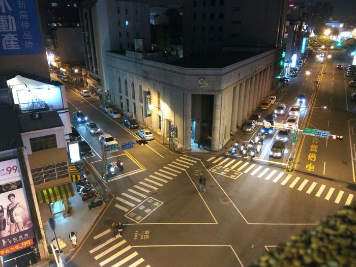 Night City Street City High Angle View Road Marking Architecture Traffic Car City Life Road Downtown District Rush Hour Outdoors Aerial View Large Group Of People Built Structure Illuminated Street Cityscape Building Exterior Huawei Photography EyEmNewHere Light And Shadow Huawei Architecture_collection