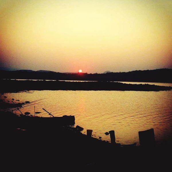 fishing with friends tonight Fishing Sunset Water Sunset Silhouette Lake Sunlight Sun Sky
