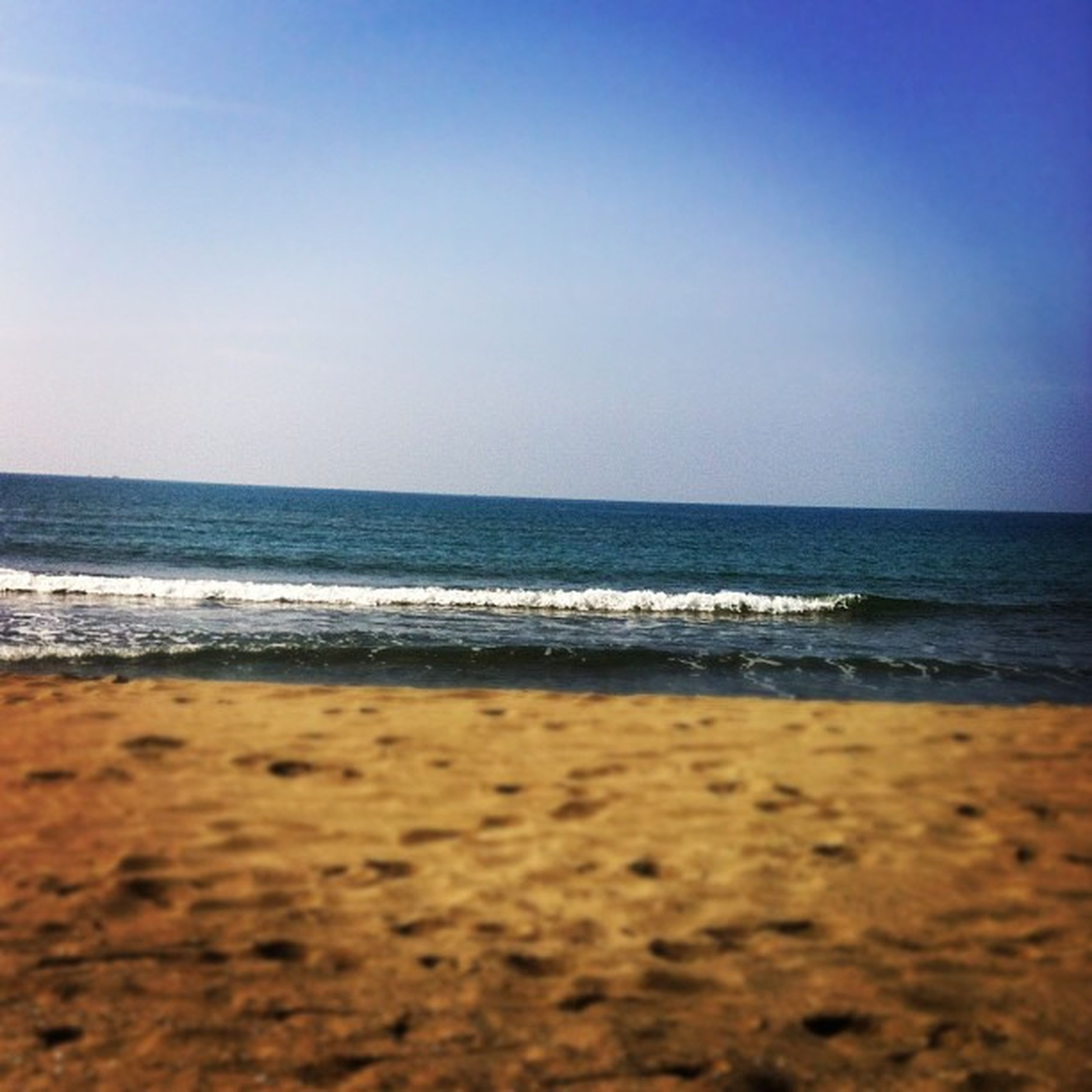 beach, sea, horizon over water, sand, clear sky, shore, water, copy space, tranquil scene, tranquility, scenics, beauty in nature, nature, blue, wave, idyllic, sky, coastline, remote, surface level