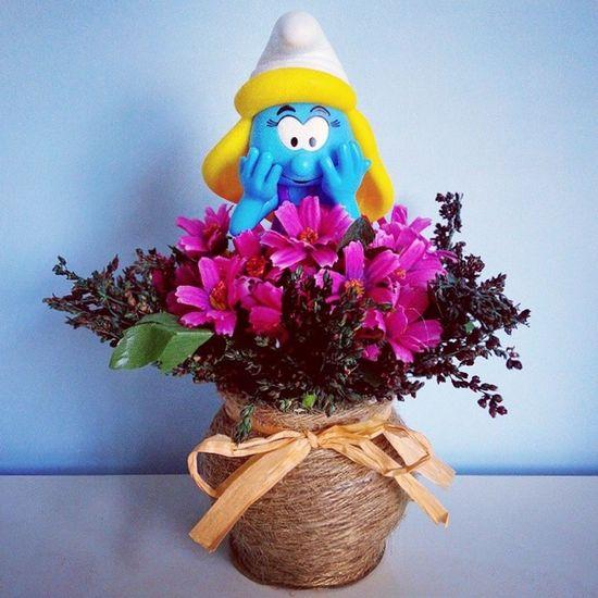 "Smurfette: ""Mmm!! The flowers smell good!"" Thesmurfs Schlumpf Smurfette  Flowers fragrance"