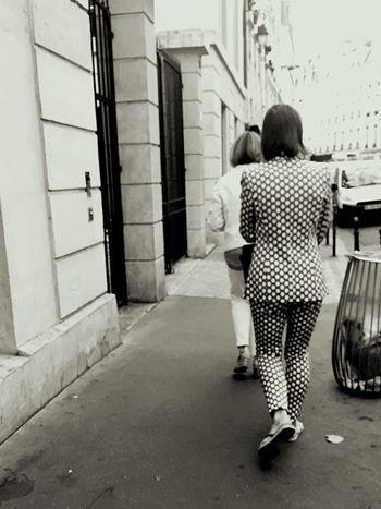 Streetphoto_bw Streetphotography Fashion Outfit Optical Monochrome Taking Photos Le Marais