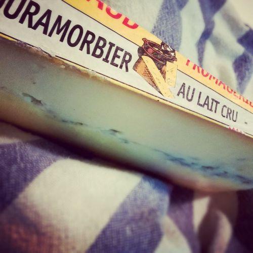 Because Cheeseislife 👍 Morbier Laitcru Rawmilk Cheese Frenchie