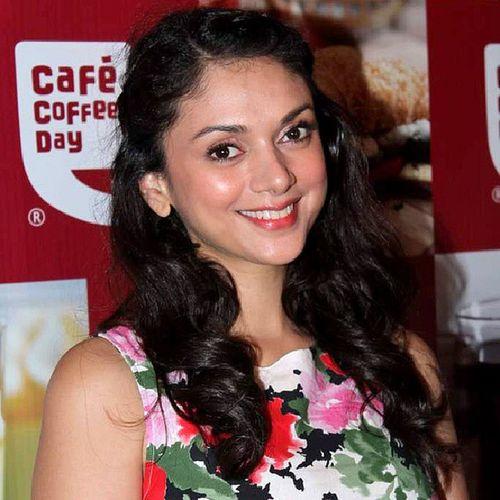 Wishing HAPPY BIRTHDAY the very talented actress AditiRaoHydari (@aditiraohydari). Have a many returns day!!