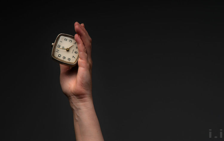 Clock Time Hand Human Hand Human Body Part One Person Studio Shot Instrument Of Time Copy Space Black Background Clock Face Accuracy Indoors  Watch Deadline Holding Number Minute Hand Alarm Clock Hour Hand Wristwatch Human Limb Stopwatch Checking The Time