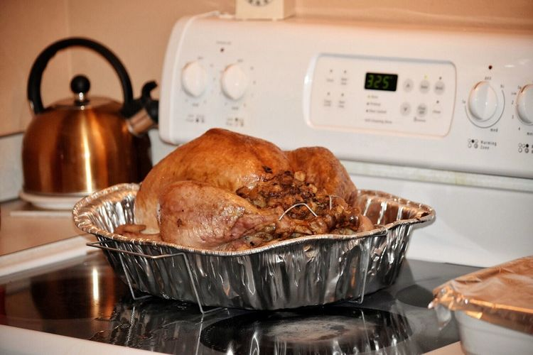 Thanksgiving Food Indoors  Roast Turkey Ready-to-eat Turkey Meat No People Appliance Home Interior Celebration Stove Roast Dinner Close-up White Meat Roast Chicken Turkey Cooking Holiday Homemade Family Yummy Domestic Kitchen Casserole Heat - Temperature Roasted