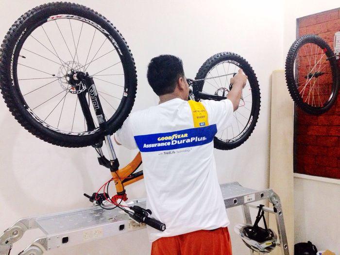 My home bike workshop RyanAzhar MTB Goodyear GoodyearIndonesia Adpchallenge Engineer BanggaGoodyear