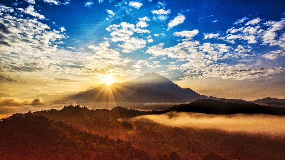Morning Sunrise Morning Rays Of Light Sunset Sunlight Sun Mountain Sunbeam Sky Landscape Cloud - Sky
