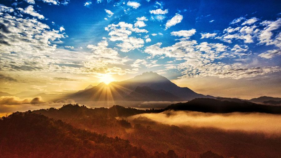 Morning Sunrise Morning Rays Of Light Sunset Sunlight Sun Mountain Sunbeam Sky Landscape Cloud - Sky