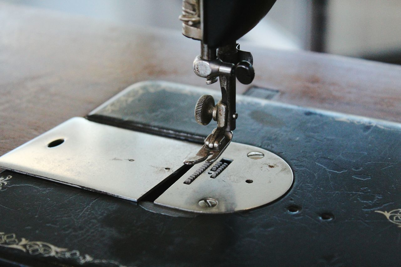 metal, close-up, focus on foreground, sewing machine, indoors, no people, machinery, sewing, day, manufacturing equipment