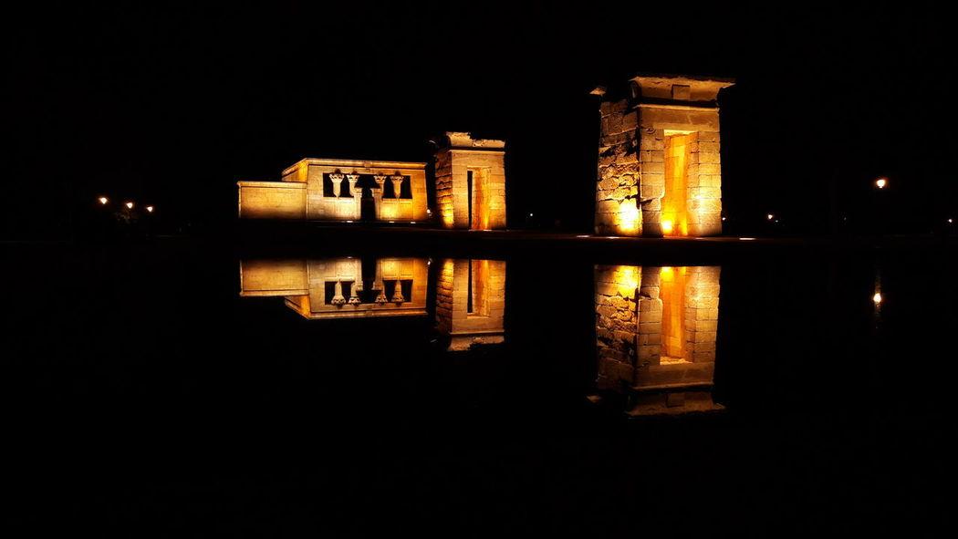 Viajar para cambiar, no de lugar, sino de ideas. Noche Temple Madrid Amazing No People