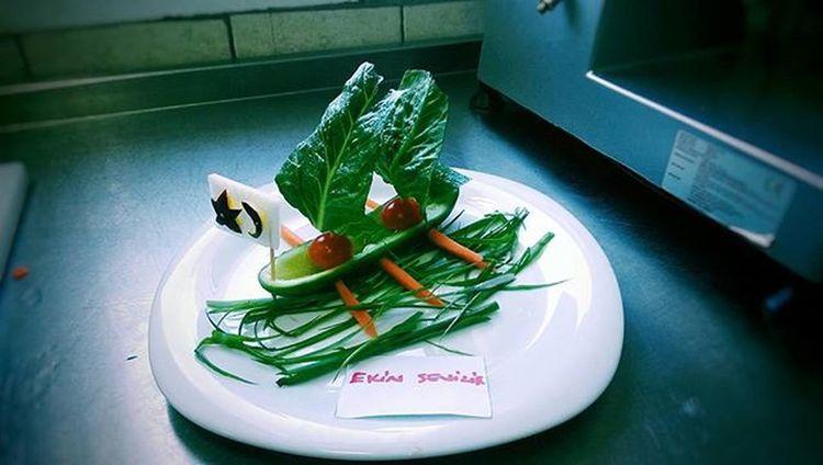 Kitchen Tomato Cucember Carrot Radish Spinach Freshonion Plate Decor Turkey Flag Cheff VSCO Vscogood Vscocam Vscoturkey