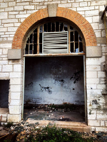 Abandoned Places Graffiti Urban Exploration Abandoned Abandoned Buildings Arch Architecture Bricks Built Structure Damaged Delapidated Demolitionbyneglect Drawing On The Wall History IPhoneography Mobilephotography Outdoors Window EyeEmNewHere