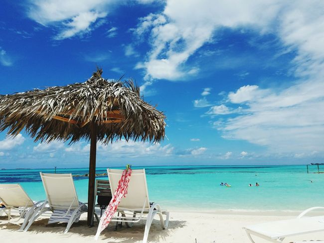 Bahamas beach resort Tropical Ocean Nobody Deck Chair Resort Hot Thatched Roof Beach Umbrella Umbrella Canopy Sunshade Sun Lounger French Overseas Territory Coconut Palm Tree Lounge Chair Parasol