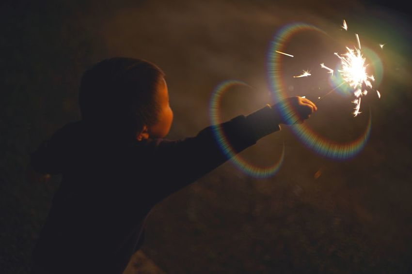 🎇 Capture The Moment Glowing Wizard Magic Kids Joke Firework Display Multi Colored Nightphotography Getting Inspired Fine Art Depth Of Field Snapshots Of Life Darkness And Light Beautiful Flare Uzuki Edits Streetphotography People Full Frame Detail Oldlens ROKKOR EyeEm Best Shots 17_06 Live For The Story Place Of Heart The Street Photographer - 2017 EyeEm Awards The Portraitist - 2017 EyeEm Awards EyeEmNewHere EyeEm Selects 100 Days Of Summer Neon Life