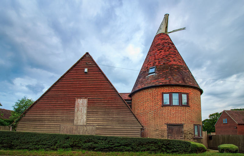Oast House,Garden of England, Kent, England. Plant Nature No People Built Structure Architecture Building Exterior Outdoors Building Hops Beer Brewing Travel Destinations Tourism Caravan Rural Scene Countryside EyeEm Gallery Vivid International Getty Images Architecture Iconic Buildings Sky Cloud - Sky Day Low Angle View Place Of Worship Religion Tower Belief Spirituality History Spire