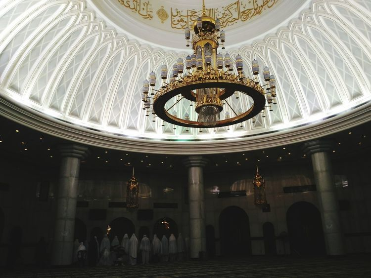 Dome Indoors  Architecture Ceiling Low Angle View Interior Photography Masjid Caligraphy Beautiful Art Brunei Darussalam Eye For Photography Asus Zenfone Photography Travelling Photography Jame Asr Hassanil Bolkiah
