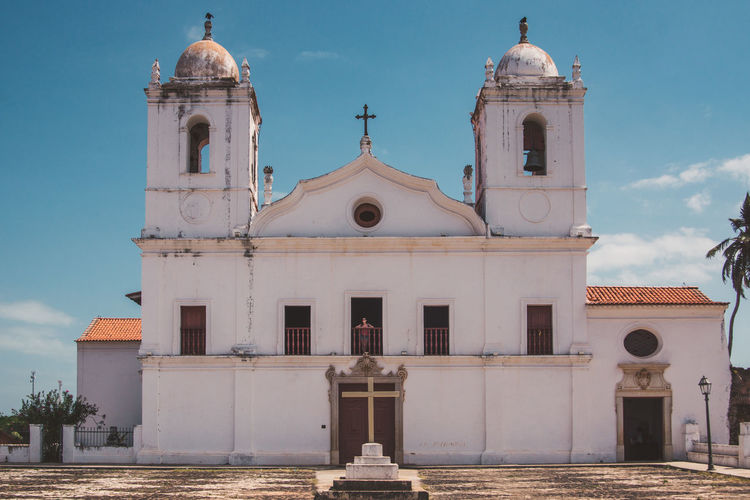 Exploring the ghost town of Alcantara. Architecture Bell Tower Blue Building Exterior Built Structure Cathedral Church Colonial Cross Day Old Outdoors Place Of Worship Plaza Religion Spirituality Square Symmetry Town Travel Travel Destinations Travel Photography Traveling Village White The Street Photographer - 2017 EyeEm Awards The Architect - 2017 EyeEm Awards EyeEmNewHere